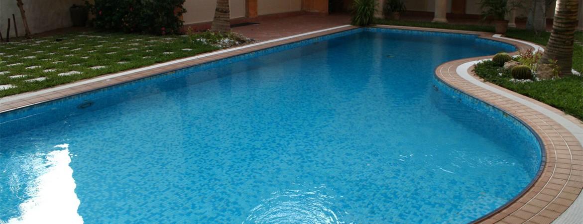 mantenimiento-piscinas-valencia2-1171x450